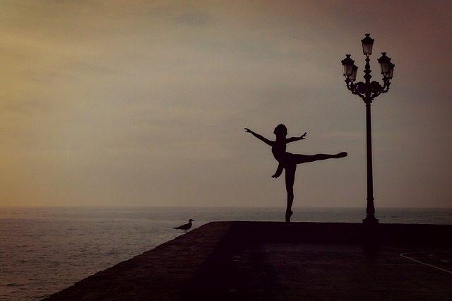 dancer-1489686_640